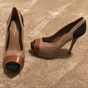 Jessica Simpson 7.5 suede/ leather pumps.